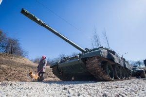 Į Kauną sugrįžo tankai
