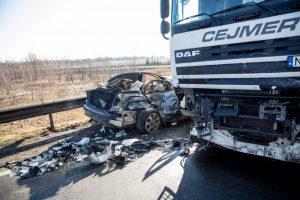 Ant Garliavos viaduko – tragiška avarija: žuvo BMW vairuotojas