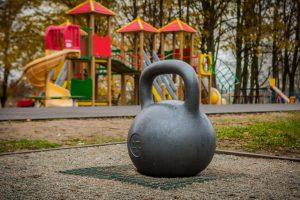 Menininko iššūkis sportininkams Santakos parke – toną sveriantis svarstis
