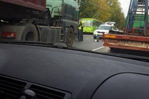 Petrašiūnuose sunkvežimis partrenkė per perėją ėjusią merginą