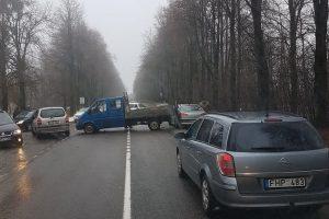 Važiuojant link Kauno – spūstys dėl avarijos