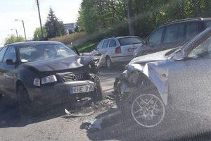 """S. Žukausko gatvės nepasidalijo du """"Audi"""", dvi merginos – ligoninėje"""