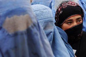 Belgijoje uždrausta viešose vietose dėvėti veidą dengiančias skraistes