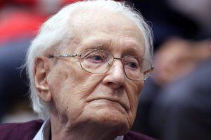 """""""Aušvico buhalteris"""" liekas kaltas dėl Vengrijos žydų naikinimo"""