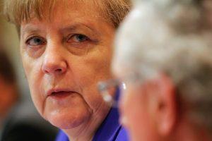A. Merkel: palaikome Prancūziją kovoje su terorizmu