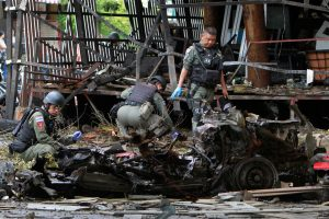 Tailande sprogus užminuotam automobiliui žuvo žmogus, dešimtys sužeista