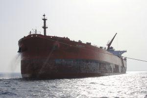 Suomijoje vos nesusidūrė naftą plukdę tanklaiviai