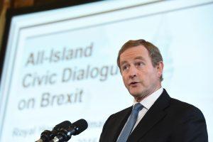 """Airijos premjeras: """"Brexit"""" derybos gali būti piktos"""