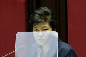"""Dar vienas Pietų Korėjos lyderės skandalas: kam prezidentūra pirko """"Viagros""""?"""