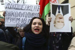 Dėl protestų prieš A. Lukašenką toliau teisiami baltarusiai