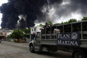 Meksikos naftos perdirbimo gamykloje – gaisras, yra sužeistųjų