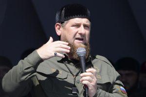 """Čečėnijoje minios žmonių protestavo prieš rohinjų """"genocidą"""""""