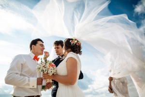 Vestuvės Graikijoje: didelės, storos, auksinės