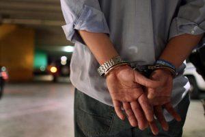 Už grasinimus nužudyti pareigūną – į areštinę