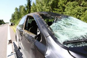 "Automobilių kaktomuša kelyje ""Via Baltica"" baigėsi tragiškai – žuvo moteris"