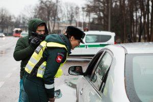 Vairuotojams Kaune – netikėtos pareigūnų dovanos