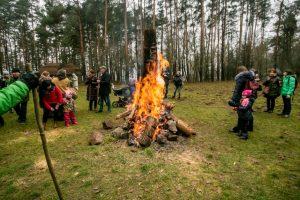 Rumšiškėse sudegino blukį – atsikratė susikaupusių blogybių