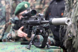 Įtariamieji dėl kariuomenės ginkluotės dingimo stos prieš teismą