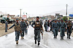 Policininko išpuolis Afganistane: nušovė kolegas ir dvasininką