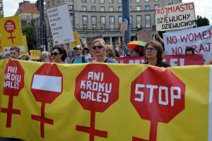 Lenkijoje nerimsta aistros dėl abortų įstatymo