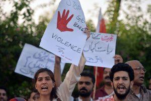 Pakistane priimtas įstatymas prieš žudymą dėl garbės