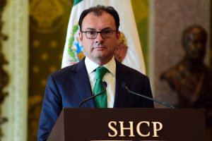 Po D. Trumpo vizito atsistatydino Meksikos finansų ministras