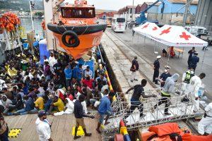 Italijos tarnybos baiminasi dėl galėjusių nuskęsti migrantų