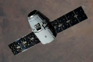 """Kapsulė """"Dragon"""" į kosminę stotį atgabeno beveik 3 tūkst. kg krovinį"""