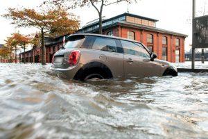 Anglijos gyventojai perspėjami dėl artėjančios audros