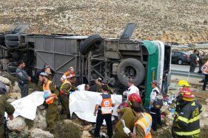 Apvirtus autobusui Irane žuvo apie 30 maldininkų