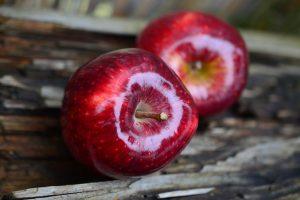 Kas sveikiau – obuolys ar kriaušė?