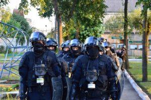 Pranešta apie galimas riaušes Pravieniškėse – pareigūnai atlieka kratas