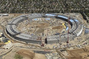 """""""Apple"""" baigia statyti naują būstinę Kalifornijoje"""