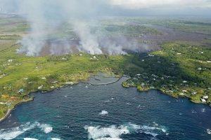 Havajuose ugnikalnio lava sunaikino šimtus namų