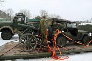 Istorija sugrįžta: į Kauno VI fortą atgabenti tankai