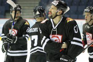 """""""Hockey Punks"""" pergalė – gimtadienio dovana treneriui"""
