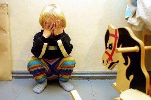 Kaune sumuštas mažametis: po riksmų – smūgis į sieną