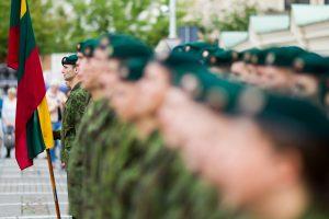 Penkeriais metais pailgintas karių ir karininkų tarnybos laikas