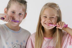 Kodėl genda vaikų dantys?