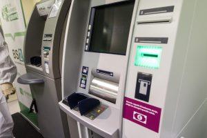 Prienuose ilgapirščiams apvogti bankomato nepavyko