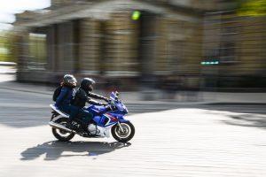 Panevėžietei atsitrenkus į motociklą nukentėjo du nepilnamečiai