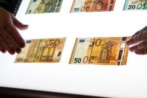Lietuvos bankomatuose aptinkama netikrų 50 eurų kupiūrų