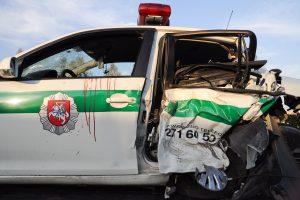 Apvirto policijos automobilis, nukentėjo pareigūnas
