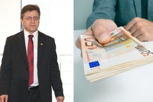 """Biržų rajono meras socialiniams darbuotojams davė pinigus """"vokeliuose"""""""