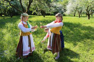 Obelynėje skambėjo himnai gegutei, pavasariui ir jaunystei