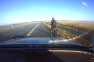 Nustebino net pareigūnus: magistrale dviračiu lėkė 90 km/val. greičiu