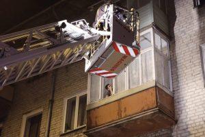 Bušido daugiabučio balkone: teisėjų vaidmuo teko ugniagesiams bei policijai
