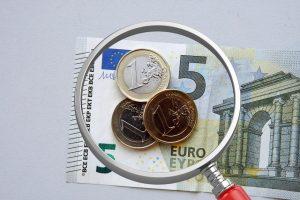 Tyrimas: labiausiai atlyginimai kilo daugiausiai uždirbantiems