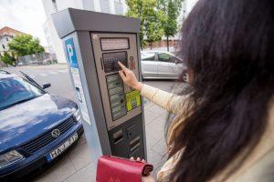 Už automobilio stovėjimą galima sumokėti mobiliąja programėle