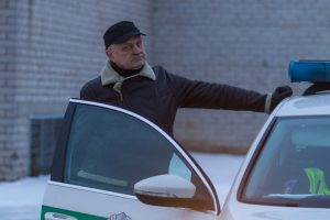 Akibrokštas reido metu: girtas vairuotojas bandė išsisukti išgerdamas alaus